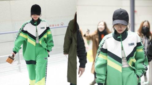 蔡依林把自己打扮成赛车手 一身大绿亮得刺眼