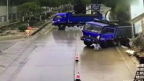 魔力路段:四辆货车行走同时打滑,四胞胎无误了