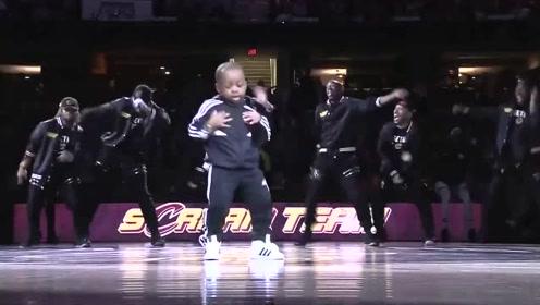 酷炫!5岁小舞者嘻哈表演嗨翻全场