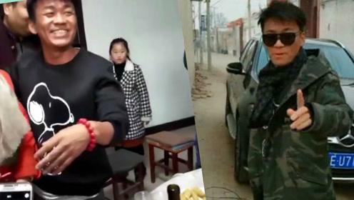 王宝强回老家过年被邻居围攻拍照合影 还暖心大方请乡亲们吃饭