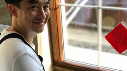 """黄磊为家人做饺子满脸幸福 网友打趣""""瘦了瘦了"""""""