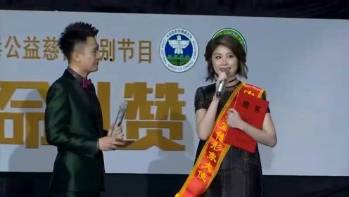 41岁李湘和43岁陈慧琳近照 网友:没钱的土豪,有钱的慈善!