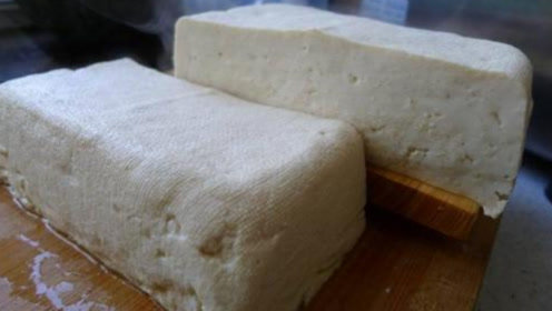 不用卤水不用石膏,教你豆腐最简单的做法,零失败和买一模一样
