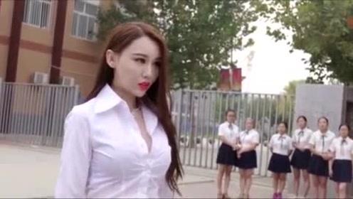 学生被欺负, 美女老师出手以一敌五, 结果一群人全部被打趴下!