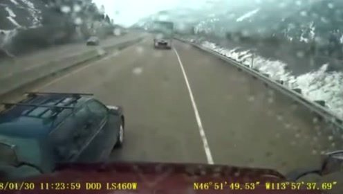 强行超车,无奈丧命!