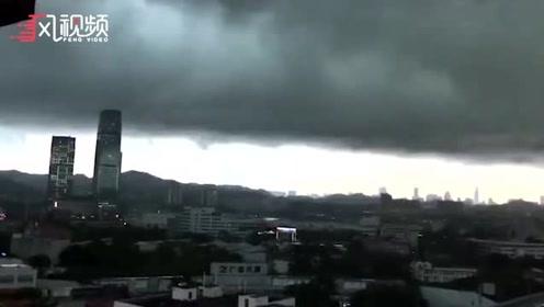 """实拍广州暴雨来袭前""""黑云压城"""" 如黑夜提前降临"""