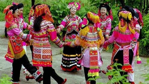 真实拍摄彝族结婚的现场,彝族姑娘真是漂亮