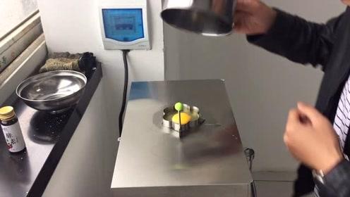 办公室小伙模仿办公室小野用热水器煎蛋,结果成品出来后傻眼了