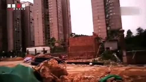 大风中墙体倒塌砸人!事发长沙一小区在建垃圾站,3名工人1死2伤
