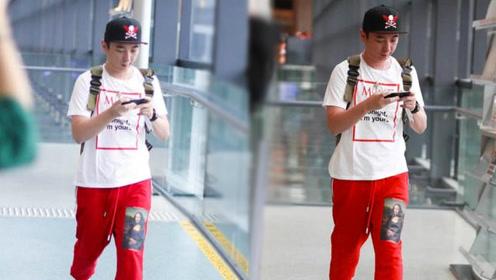 王思聪机场全程低头看手机 私服上百万亮点全在表上