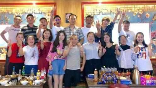"""陈翔晒中学同学聚会照,与同龄人相比完全""""格格不入"""""""