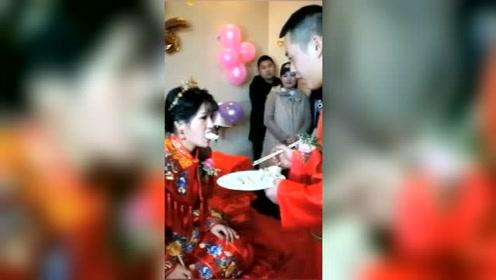婚礼上,这一看就知道婚后是新娘当家,新郎算是完了!