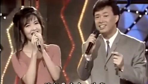 费玉清周慧敏同唱一首《选择》,唱着唱着画风就变了