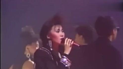 谭咏麟、张学友、陈慧娴等群星合唱《银河的岁月》,经典的现场