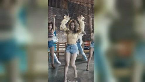 舞蹈女神金请夏《Love u》 舞蹈竖屏版 这腿简直了 踩着高跟还这么稳