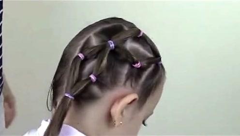 新手妈妈别错过这款儿童双马尾辫发型教程,会扎马尾辫就足够了