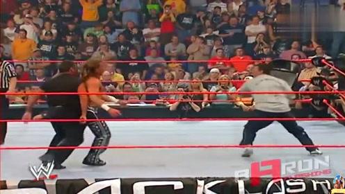 摔角界最佳铁椅击倒对手时刻 娱乐摔角更具危险性