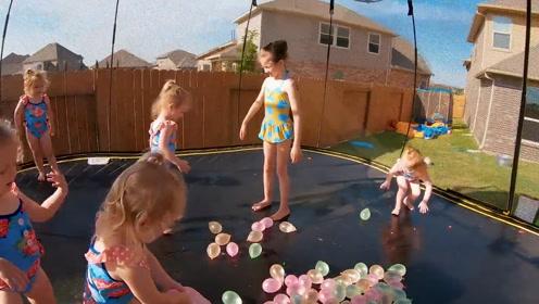 爸爸给五胞胎做水气球, 一场大战一触即发, 六个女儿真是太会玩了