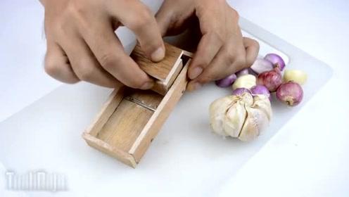 牛人用木头制作了一个厨房切丝器,这动手能力真的很棒