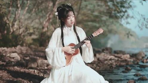 戏腔美女溪边翻唱《是风动》,一开口便惊艳了岁月,太有意境了