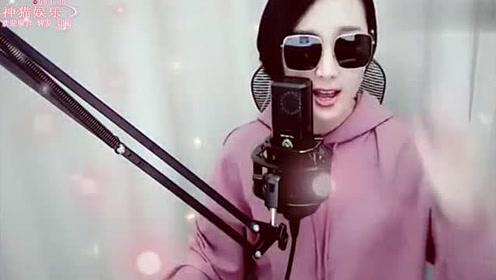 网红主播梁红,演唱歌曲《蝴蝶不流泪》,唱得不是一般好听!