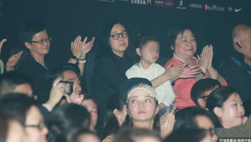 刘德华红馆开唱  家人高调捧场  六岁女儿表情呆萌实力抢镜