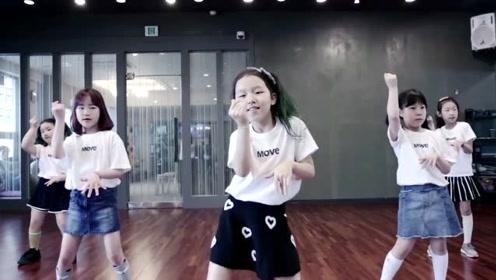 5个5岁女孩跳最流行热舞《Bboom》跳的虽然不整齐,但那是美好的童年