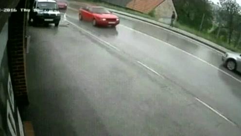行车安全:下车一定要拉手刹,探讨下这位大哥做的对不对?