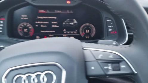 奥迪Q8首台星河蓝无边框设计科技范十足,有这车还要什么URUS