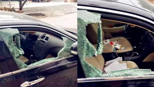 雷克萨斯深夜被砸开了车窗 车内财物被洗劫一空
