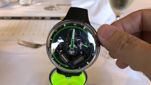 陀飞轮已不新奇,用液压显示时间的腕表你见过吗