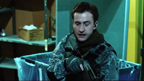 杜克见到了恐怖分子在搬运核武器,却无法靠近,敌人的火力太猛了!