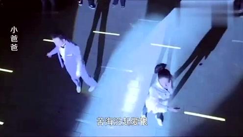 泪崩!小艾广场求婚齐大胜这段配上《一生所爱》,看一次哭一次!
