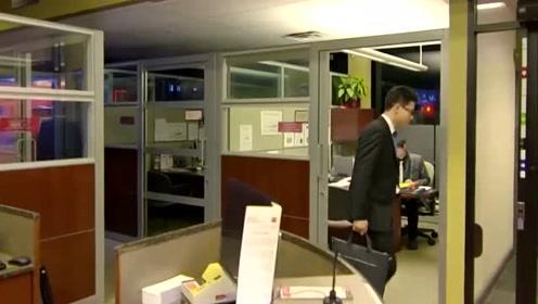 新进员工为完成业绩,每天加班到很晚,不料老总想让他取代老员工
