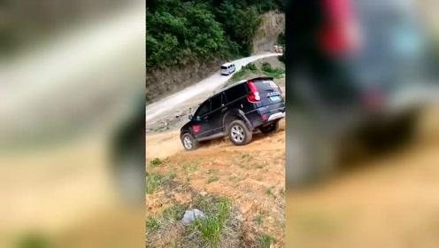 国产车没一点毛病,倒着爬坡一样出色!