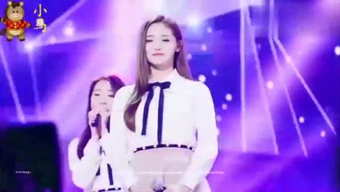 舞台上安静唱歌的洁琼依旧引人注目!中国妹子的精致容貌太优秀了