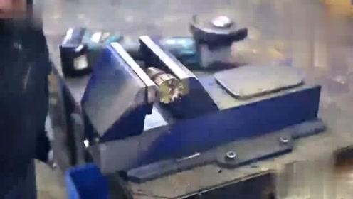 没想到把电钻和链锯合为一体,效率会这么猛,长见识了!