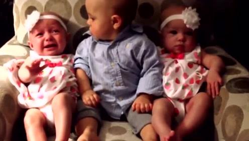 小萌娃遇上双胞胎小宝宝很困惑,遇上双胞胎龙凤胎,直接懵圈了