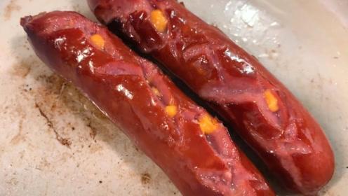 色香味俱全的煎香肠,还能清晰地看到里面的玉米粒呢