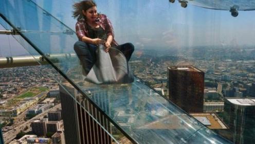 世界最恐怖的滑梯,从70层高楼滑下去,别说滑了站在上面腿都发软