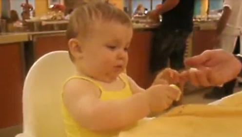 7个月宝宝吃柠檬,接下来的一幕,把爸妈都笑岔气了