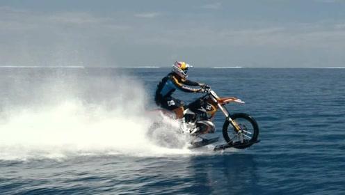 在水面上开摩托车,油门加到爆表,与大自然零距离接触享受风与自由