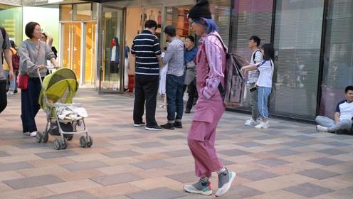 时尚街拍,春天里要怎么搭配长裤,看一下三里屯的姑娘怎么穿搭