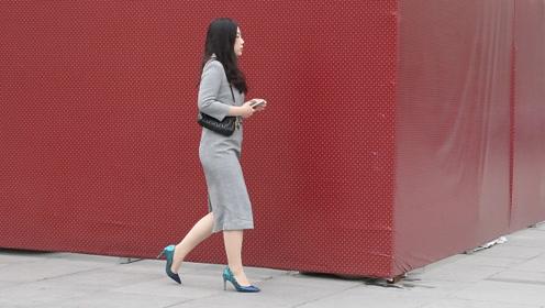 街拍:包身裙搭配高跟鞋,走出优雅,展现气质