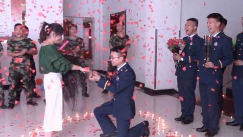 """笑哭!消防员求婚拿反钻戒盒,同事起哄""""不嫁了"""""""