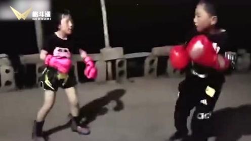 贫困山区娃娃的生猛拳击!水平不输专业选手!