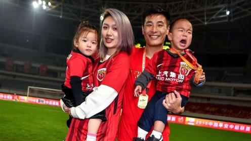 西班牙人球员赛后落泪,武磊不忘致谢球迷,一家四口现身