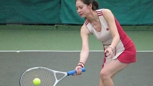 中国的网球运动员的2种宿命,李娜受到万人称赞,胡娜却背上骂名