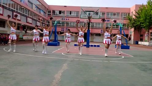活力四射!幼儿园老师跳开场舞啦啦操