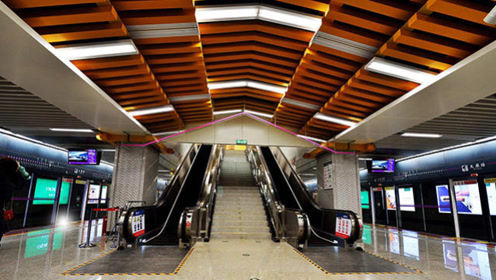 西安地铁放置彩虹指引条,你想去的地方都有